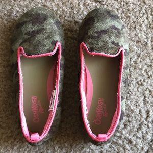 Oshkosh B'gosh Girls Camouflage slip on shoes 9